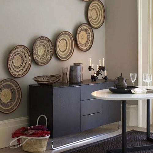 design-interior-amenajare-hol-comoda-masa-decor-pereti